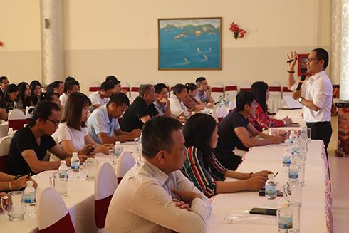 Các hướng dẫn viên du lịch tham gia lớp cập nhật kiến thức